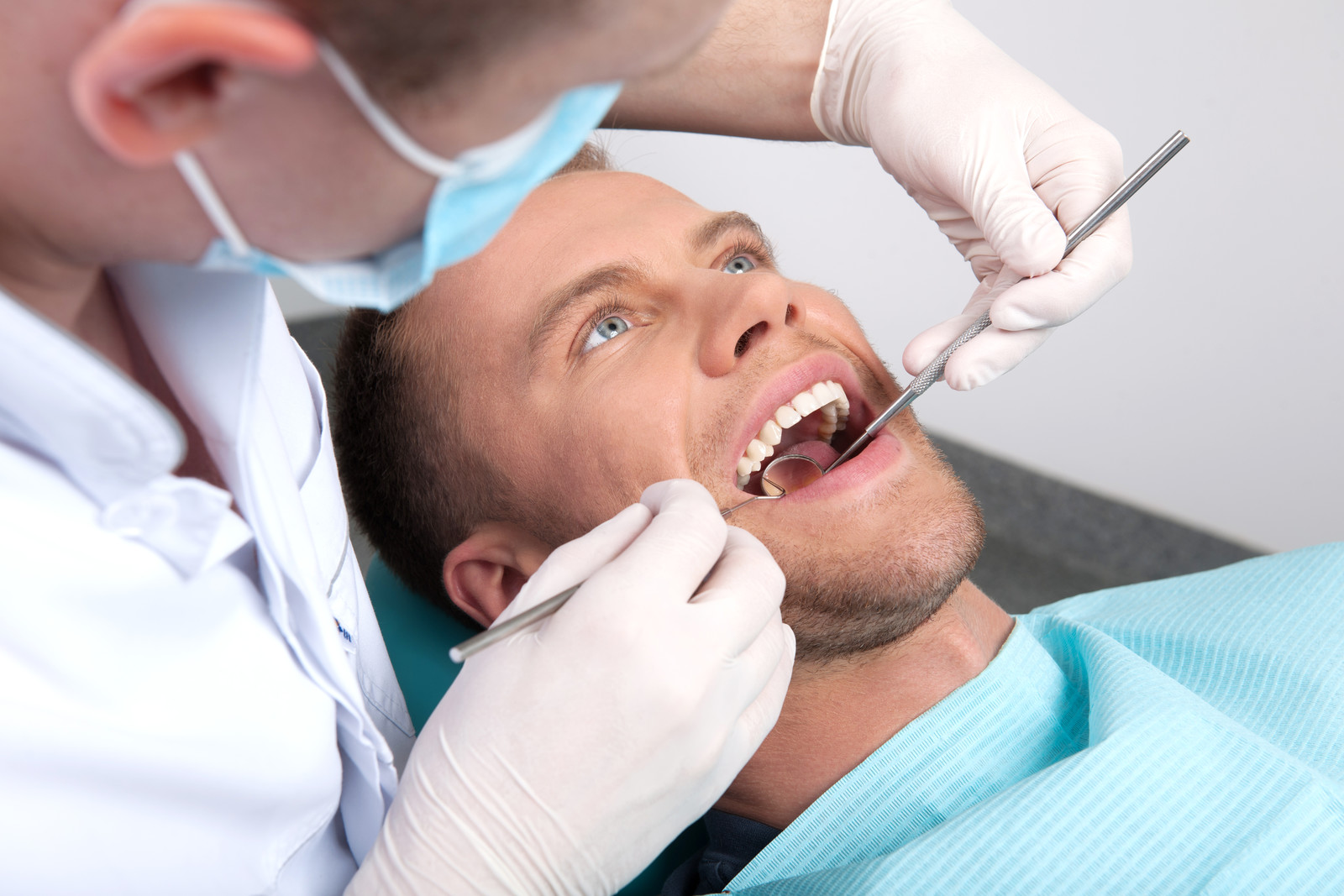 4 common dental problems to look out for as you age