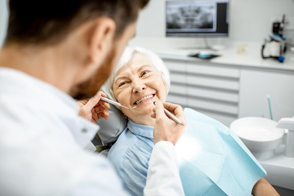 6 essential dental services for seniors